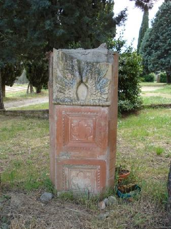 Petrignano, อิตาลี: terracotta danneggiata