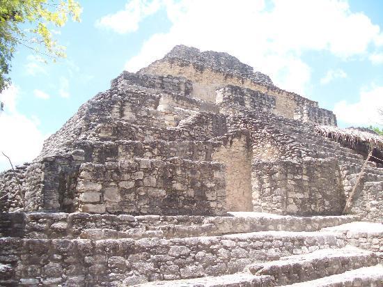 Zona Arqueologica De Chaachoben: Some of the ruins