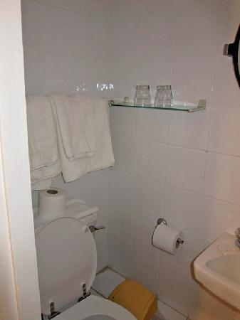 Rock Lodge B & B : Left side of bathroom