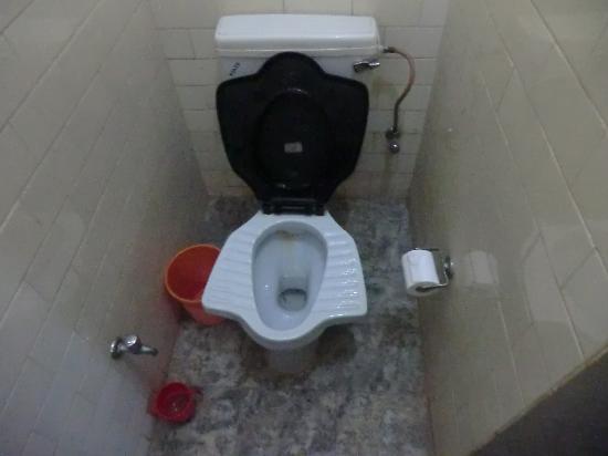 Tazza da bagno tradizionale ed alla turca insieme foto di ishwari niwas palace bundi - Tazza del bagno ...
