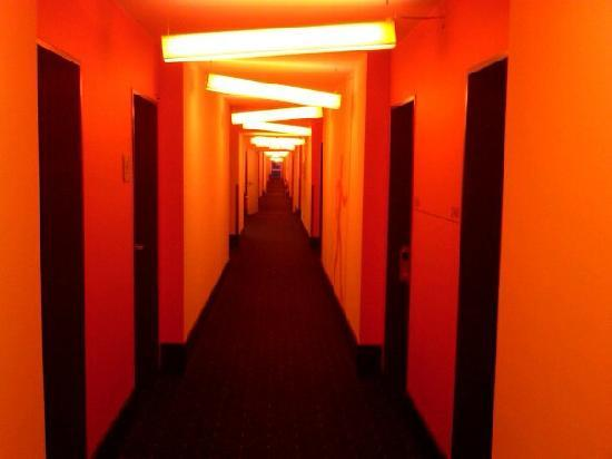 Stay2Munich Hotel & Serviced Apartments: The hallway in the hotel much like the rooms