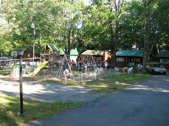 Mountain View Cottages: Play area