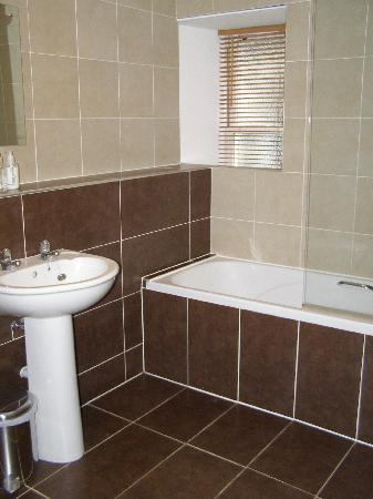 The Waterfront: bathroom