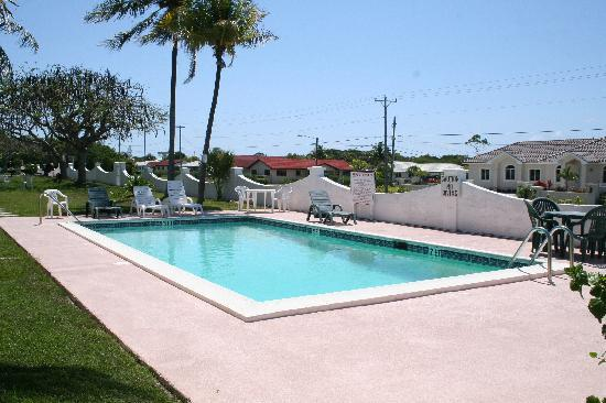 Woodbourne Resort: Picture of pool area