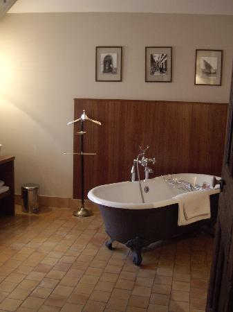 La Maison sur la Sorgue - Esprit de France: Room with A View - Tub