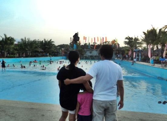 Amana Waterpark : us by the wave pool