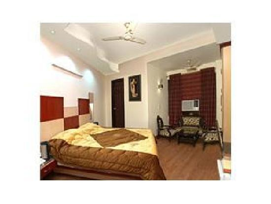 Hotel Delhi Heights: room is good for stay.