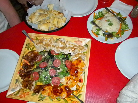 Restaurant Capitan Tony's: Our Marlin prepared 3 ways for 4 of us with sides. YUMMY!!!