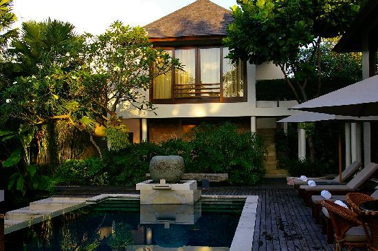 Escape Haven Bali: OVerlooking the beautiful pool from my villa room