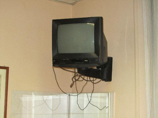 Hotel Urbis: TV Fixing and wires