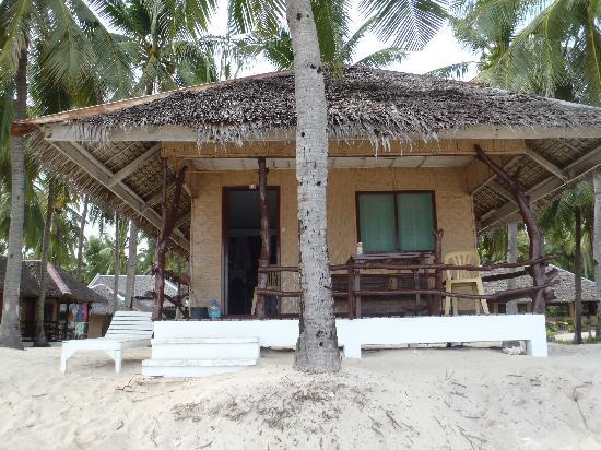 Budyong Beach Resort: this is the single detached beachfront room as you also can see on their website