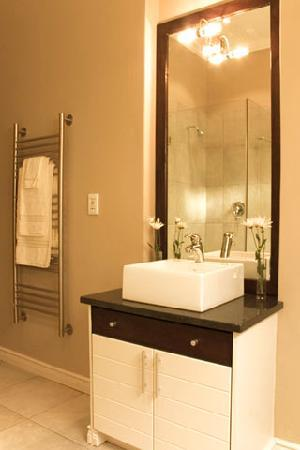 Brenton On Rocks Guesthouse: Bathroom1