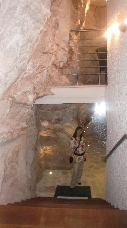 Hotel More: Cueva del hotel con salida a la playa