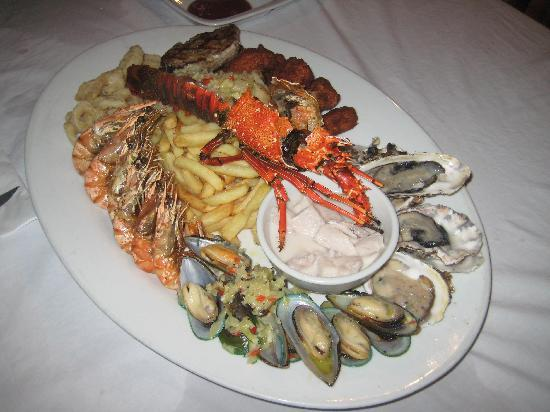Seafood platter picture of cardo 39 s steakhouse cocktail for Food bar 1480