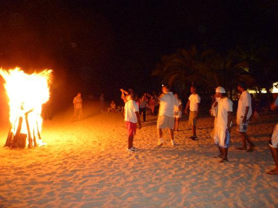 Coral Costa Caribe Resort & Spa: The bonfire on the beach at Costa Caribe