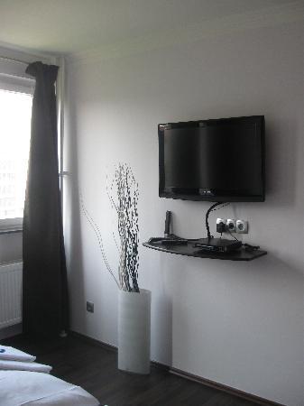 SchönLife Apartments: TV