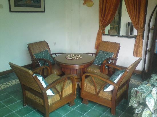 nDalem Gamelan Hotel : back porch