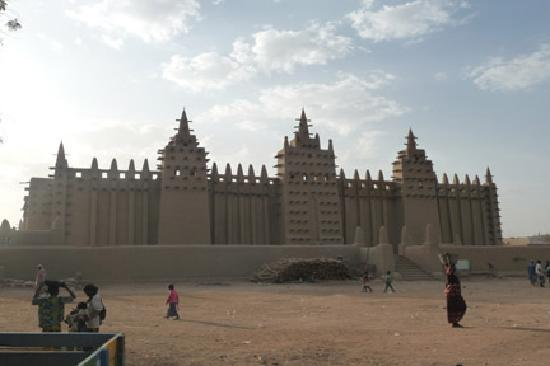 Great Mosque Of Djenné: Grand Mosque from Street