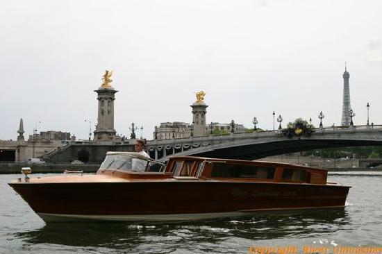 River Limousine: devant le pont alexandre 3