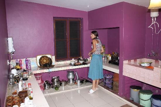 Kaiya House: Spotless Kitchen