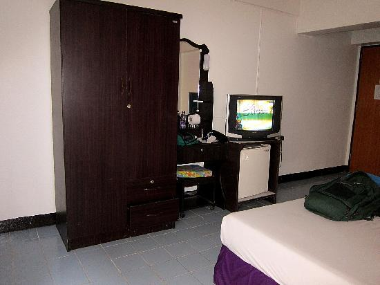 Sawasdee Pattaya: TV, Fridge & wardrobe