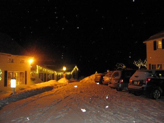 Tucker Hill Inn: Welcoming lights!