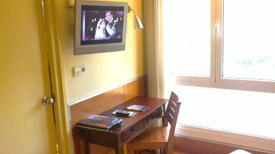 Nord Gironi Hotel: escritorio con información de la ciudad