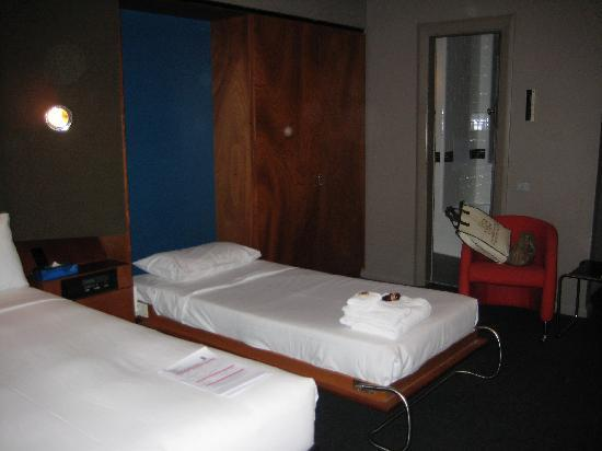 Regents Court Sydney: queen and drop down bed with the dodgy legs
