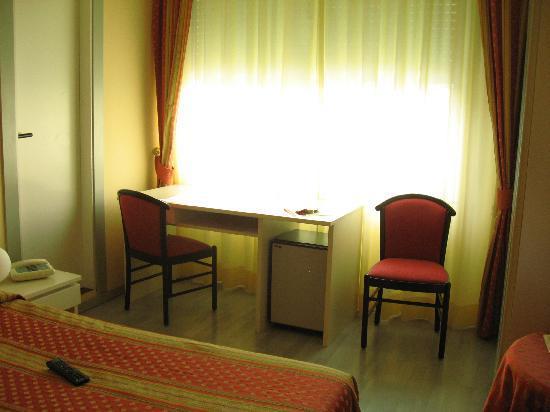 Hotel Europa: Habitacion
