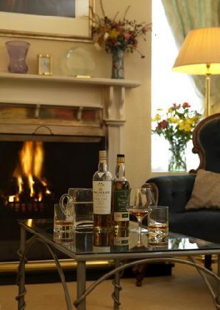 Achiltibuie, UK: A wee dram beside the fire place