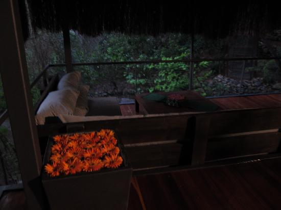 Hillside Beach Club: Balinese spa at dusk