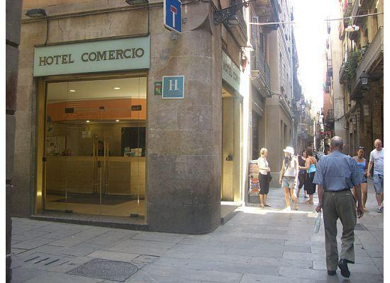 Hotel Comercio Barcelona: Front of the hotel =)