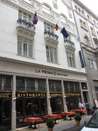 La Prima Fashion Hotel: Hotel front