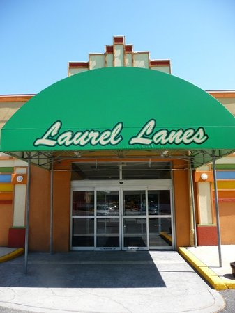 Laurel Lanes and Brewsters Pub