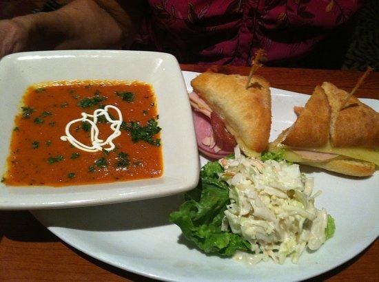 Elephant Bar Restaurant: tomato soup and turkey/ham sandwich