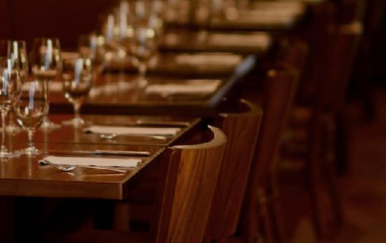 Orzo Kitchen & Wine Bar: Chairs