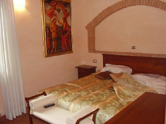 Tramonto su Assisi: Una camera