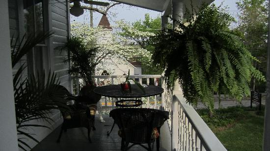 Mount Victoria Bed & Breakfast Inn: Second floor veranda