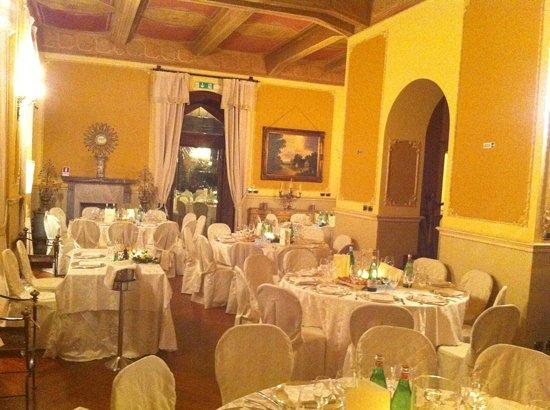 Villa Antonio : sala interna durante un banchetto