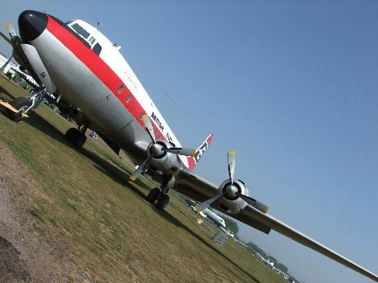 Airbase - The Home of Classic Flight: DC6