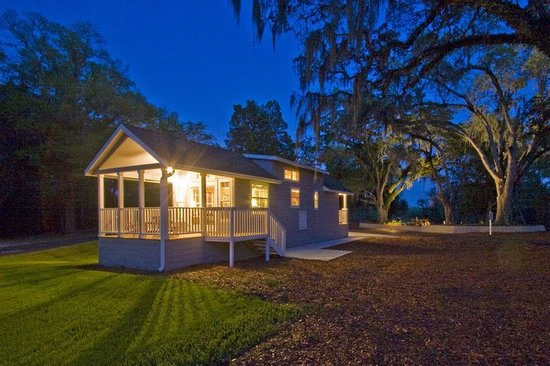 Freeport, FL: A Resort Cottage at night