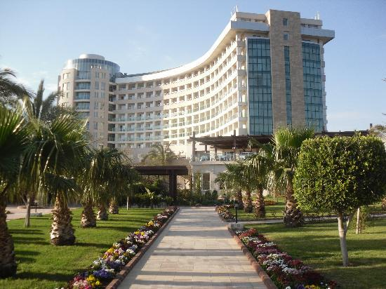 Sherwood Breezes Resort : View of the hotel from the back