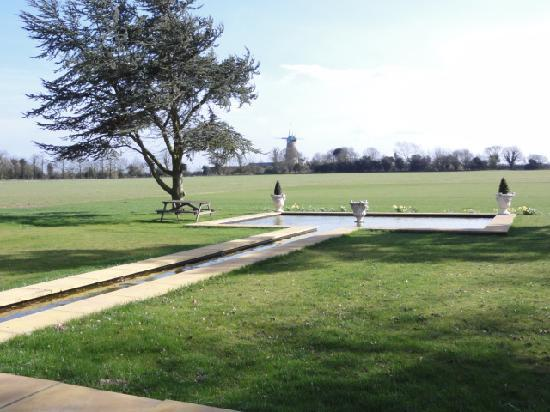 Sutton Hall: Water Feature