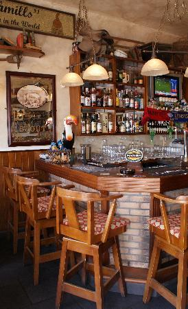 Hennessey's : Inside Pub