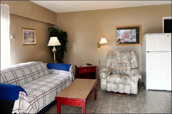 Destiny Beach Resort: Lakeview #1 Front Room 2011