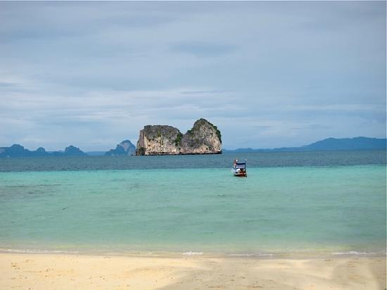 Koh Ngai Thanya Beach Resort: View from the hotel