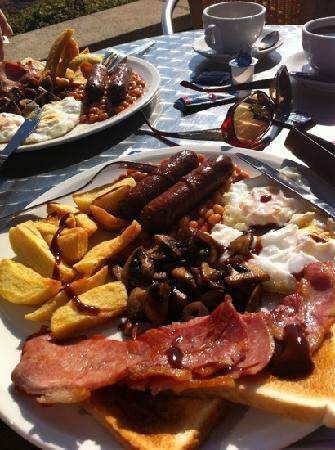 Premier Inn Swansea Waterfront Hotel: the breakfast at bracelet bay