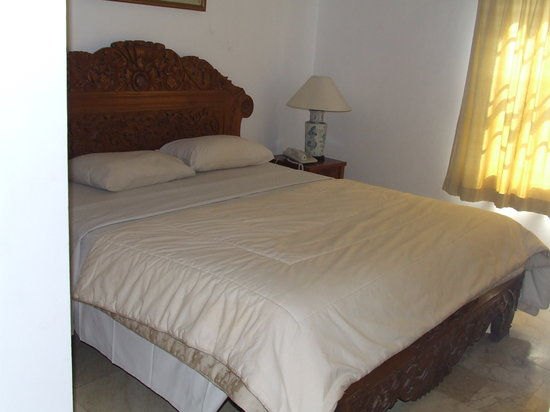 Kumala Hotel: Double bed in teens room of 2 rooms