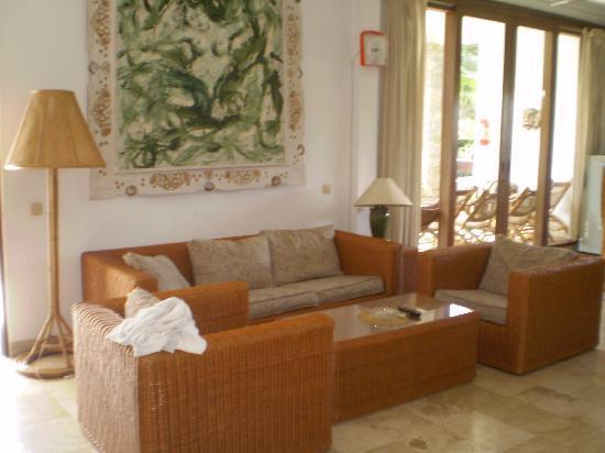 Kumala Hotel: Lounge room