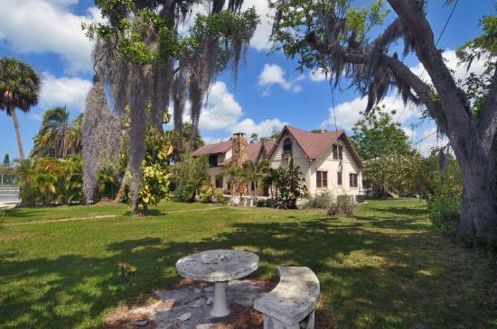Palm Garden Beach and Tennis Estate : Historic main house Hibiscus & Gulf Breeze Suite